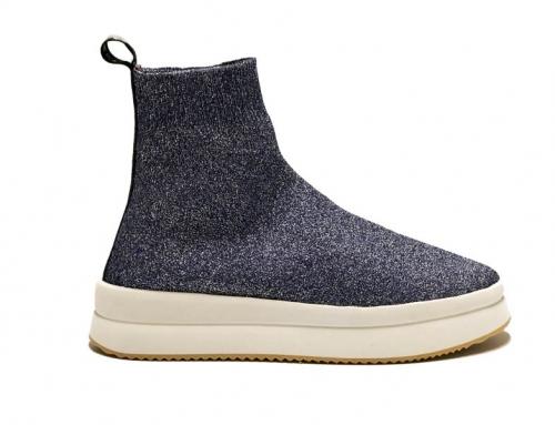 La scarpa calza tra moda e comodità